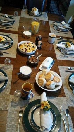 Alaska House of Jade Bed and Breakfast : fruit,granola,biscuits,yogurt