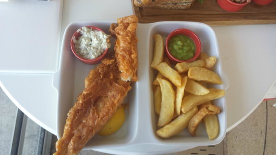 The Midland: Haddock - looks good - but fillet too thin and more batter than fish. Mushy peas under-cooked