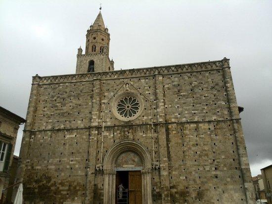 Cattedrale Basilica S. Maria Assunta di Atri: facciata del duomo di Atri