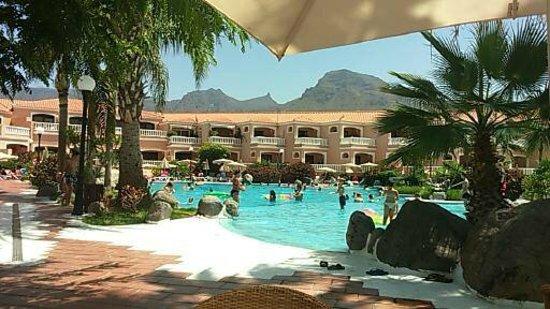 Sol Sun Beach Apartments: The Pool Area