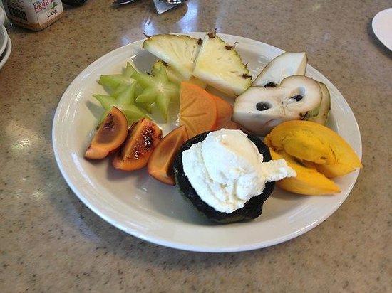 Tropical Fruit World: フルーツの試食