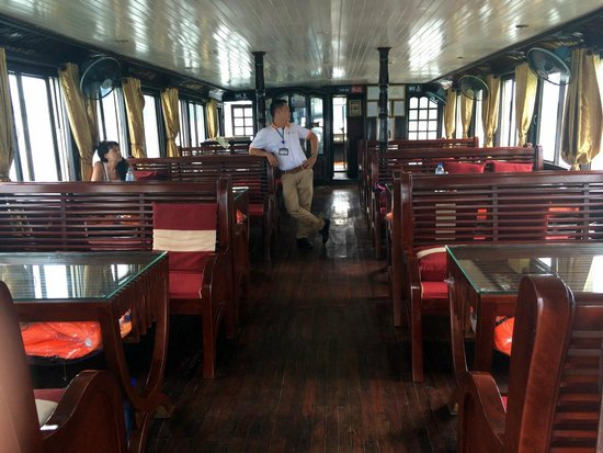 Asia Tour Advisor - Private Day Tours: Inside the boat