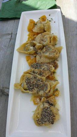 Costamula Restaurant: Tortelli di farina d orzo ai finferli