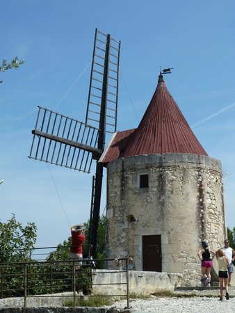 Moulin de Daudet : A great example of French rustic charm