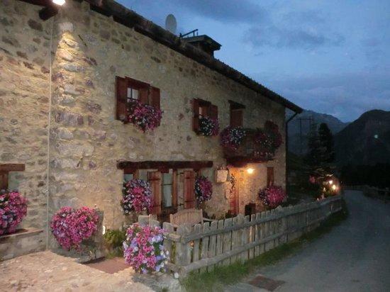 Baita Luleta: la baita di sera