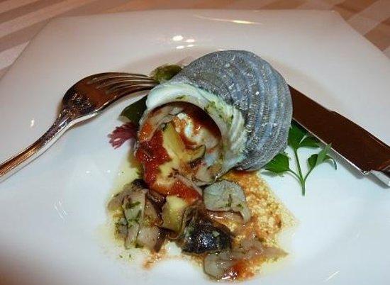 Keio Hotel: ディナーのさざえ料理