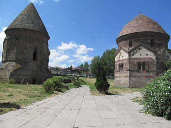 Three Tombs : Üç Kümbetler