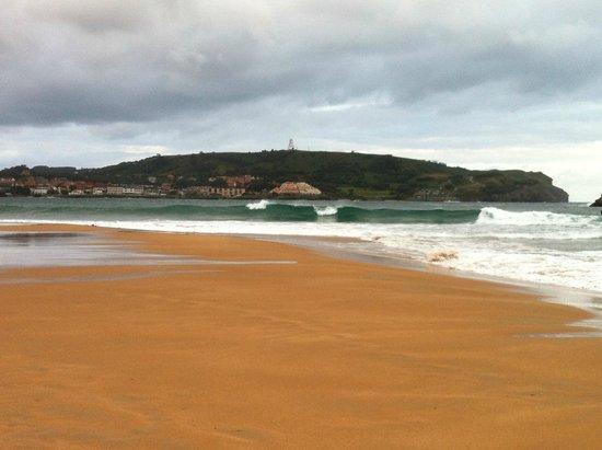 Gran Hotel Liber & Spa: Noja beach at dawn.