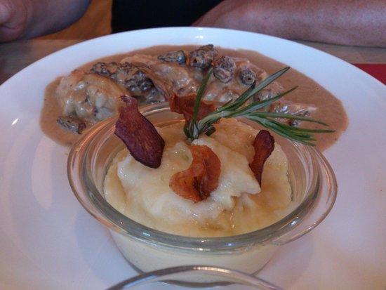 La Maison des Halles : Suprême de poulet au vin jaune et morilles, purée à l'huile de truffe