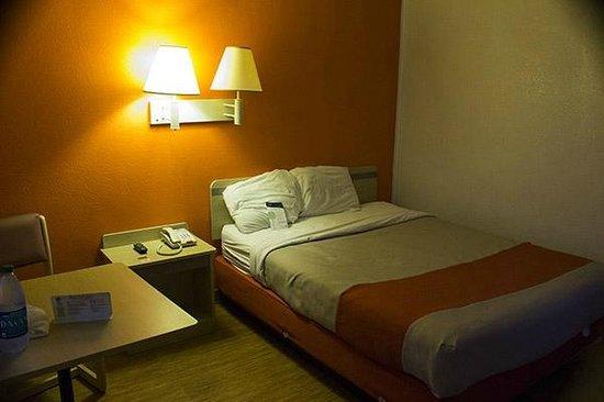 Motel 6 Russellville: My room.