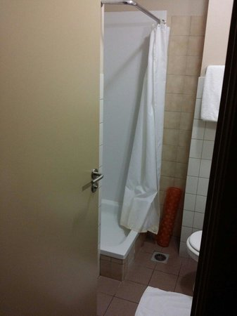 Infotel : Bathroom, very tiny shower