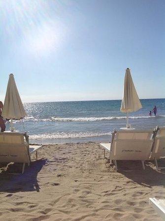 Hotel Caravelle Talasso e Benessere : plage privée
