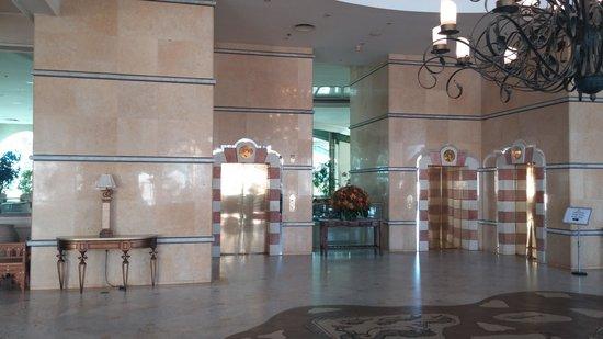 Herods Palace Hotel Eilat : לובי מרשים מאובזר ויפה