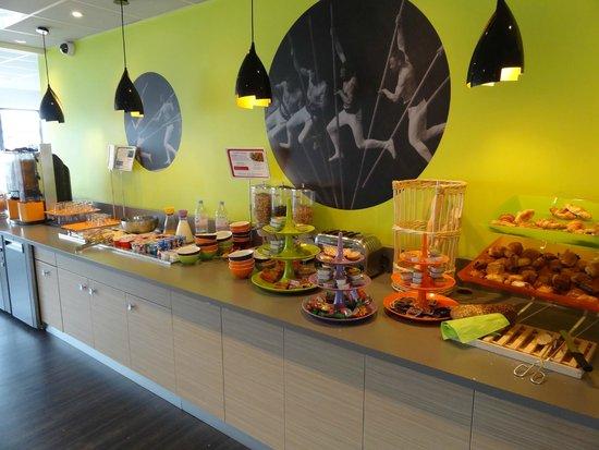 Ibis Styles Beaune Centre : Petit-déjeuner complet