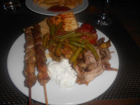 Silva Beach: Greek Night Food