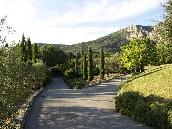 La Bastide de Moustiers : La Bastide, vue sur la montagne