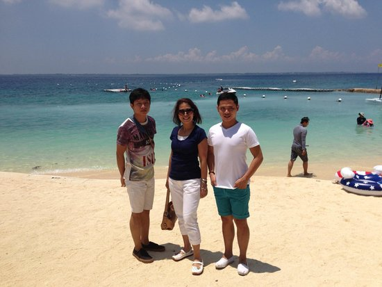 Shangri-La's Mactan Resort & Spa: beach front with my nephews