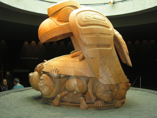 """Museo de Antropología: In the Bill Reid Rotunda, """"The Raven and the First Men"""" sculpture"""