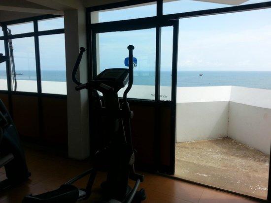 The Quilon Beach Hotel & Convention Centre: Gym