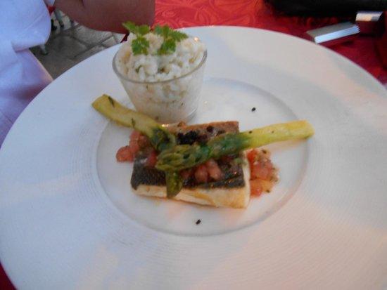 Le Micocoulier : Dos de loup rôti & risotto aux asperges