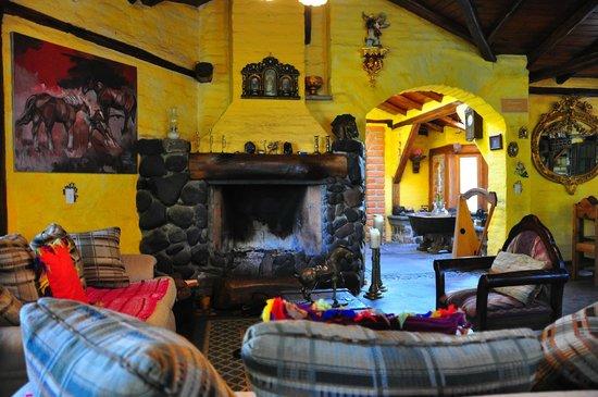 Hotel Casa de Hacienda La Jimenita: Fireplace in dining room