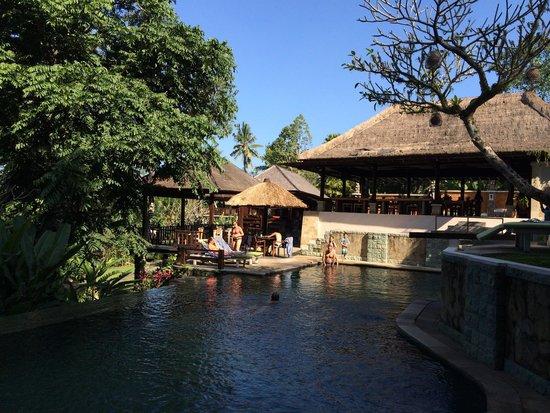 Beji Ubud Resort: Main pool with restaurant