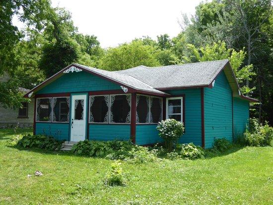 Pelee Places: cottage