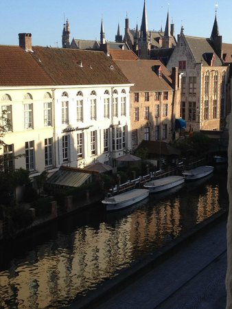 Hotel De Tuilerieen: View from our room in the early morning