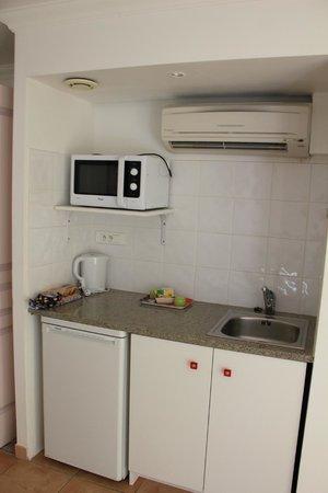 Résidence Hôtelière La Pinède Bleue : cuisine dans la chambre