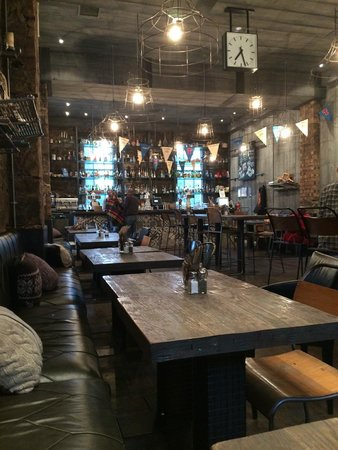 Vic Pub\Kitchen and Social Club: fabulous, hip main dining room