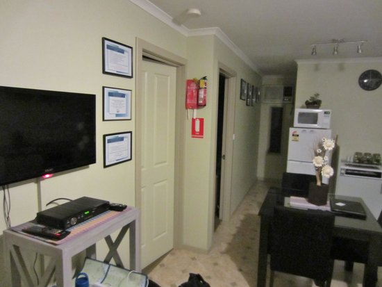 Ficifolia Lodge Kangaroo Island: Twin Apartment Living Room