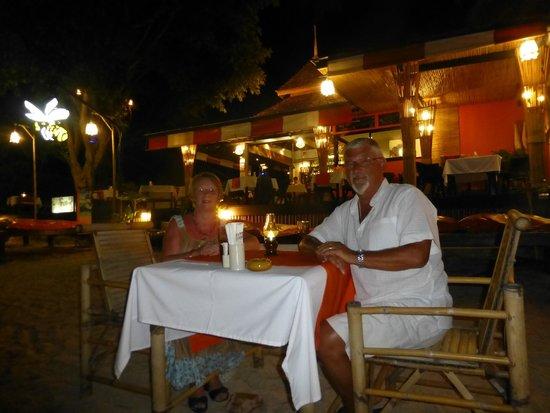 Samui Honey Cottages Beach Resort: Beach dining.
