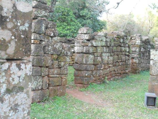 Ruinas de San Ignacio: Parte de las viviendas de los guaraníes