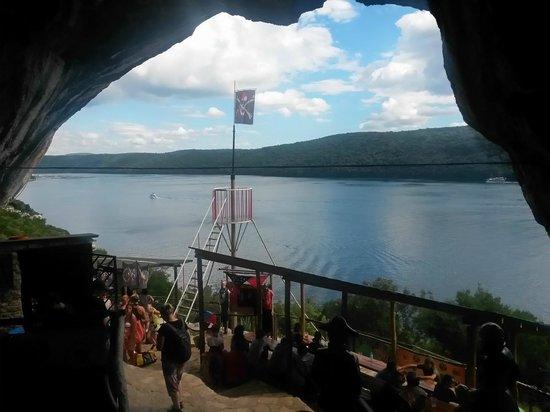 Fish Picnic - Lim Fjord: Pirate bar