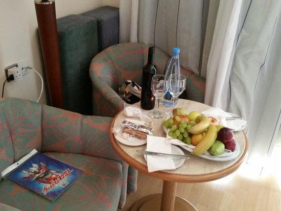 Golden Coast Beach Hotel : Room