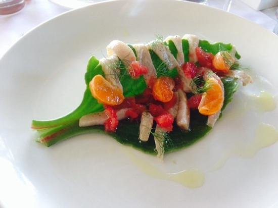 Oep ve Koep bistro : White fish pickle on Ice Plant with citrus and fennel.