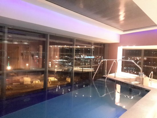 The Westin Cape Town: Swimming pool on the 18th floor
