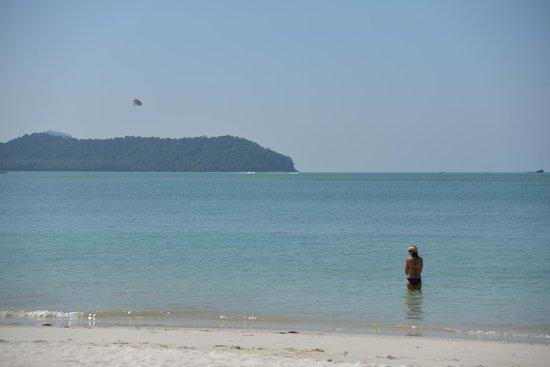 ميريتوس بيلانجي بيتش ريزورت آند سبا، لانجكاوي: ホテル目の前の海