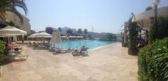 Marmaris Resort & SPA: Bar pool