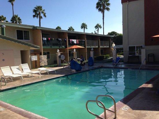 Piscine Picture Of Travelodge Anaheim Inn And Suite On Disneyland Drive Anaheim Tripadvisor