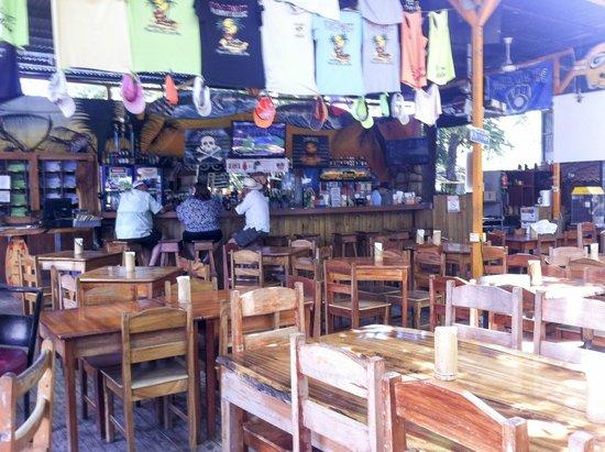 Coconutz Sports Bar & Eatery: Open bar
