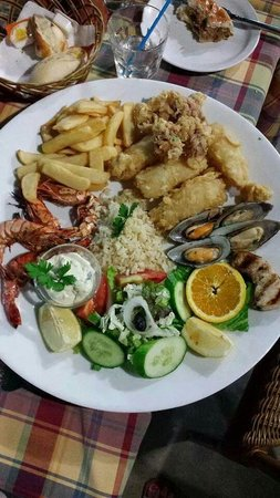 Kartanas Tavern: Fish plate for one..try it!!!