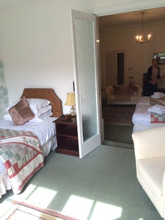 Albany Hotel : 2nd room with twin and a walk-out to a balcony overlooking the gardens