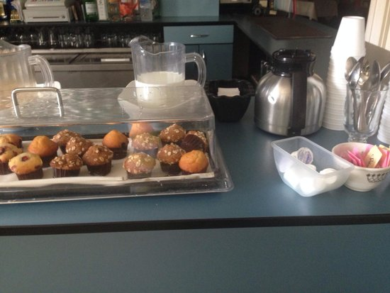 Hotel Tides: Big free breakfast