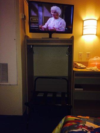 Motel 6 Killeen: The closet under the TV