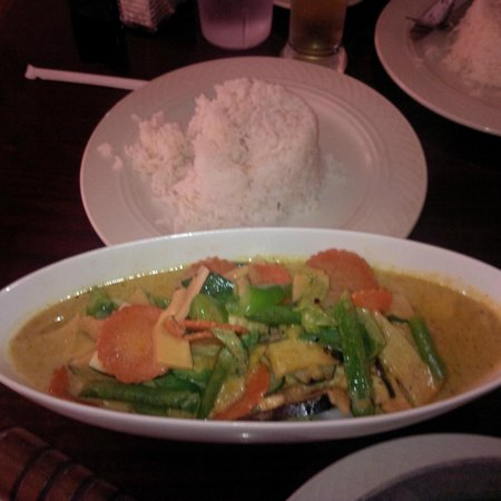 D35 Mixed Seafood Green Curry