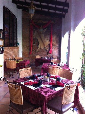 Casa Flores: Puedes desayunar con vista a la alberca tambien