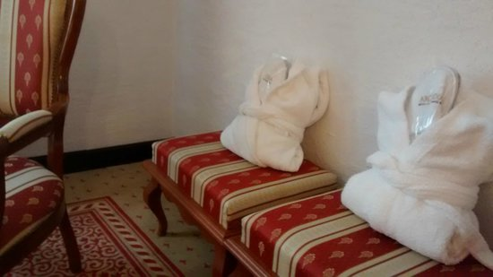 Arcadia Hotel: Robes and slippers provided