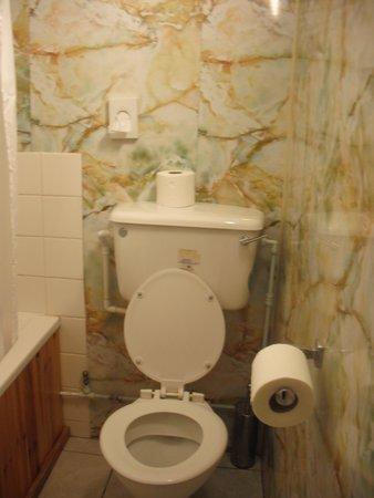The Bell Hotel: bathroom