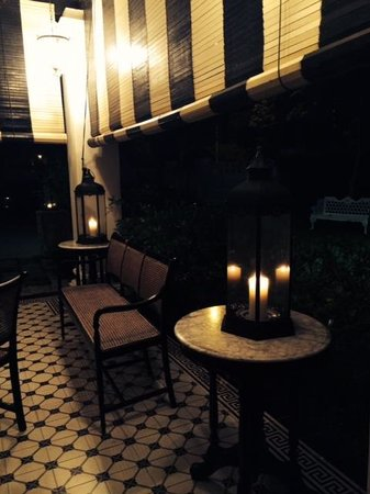 Clove Hall: The main house at night is very romantic